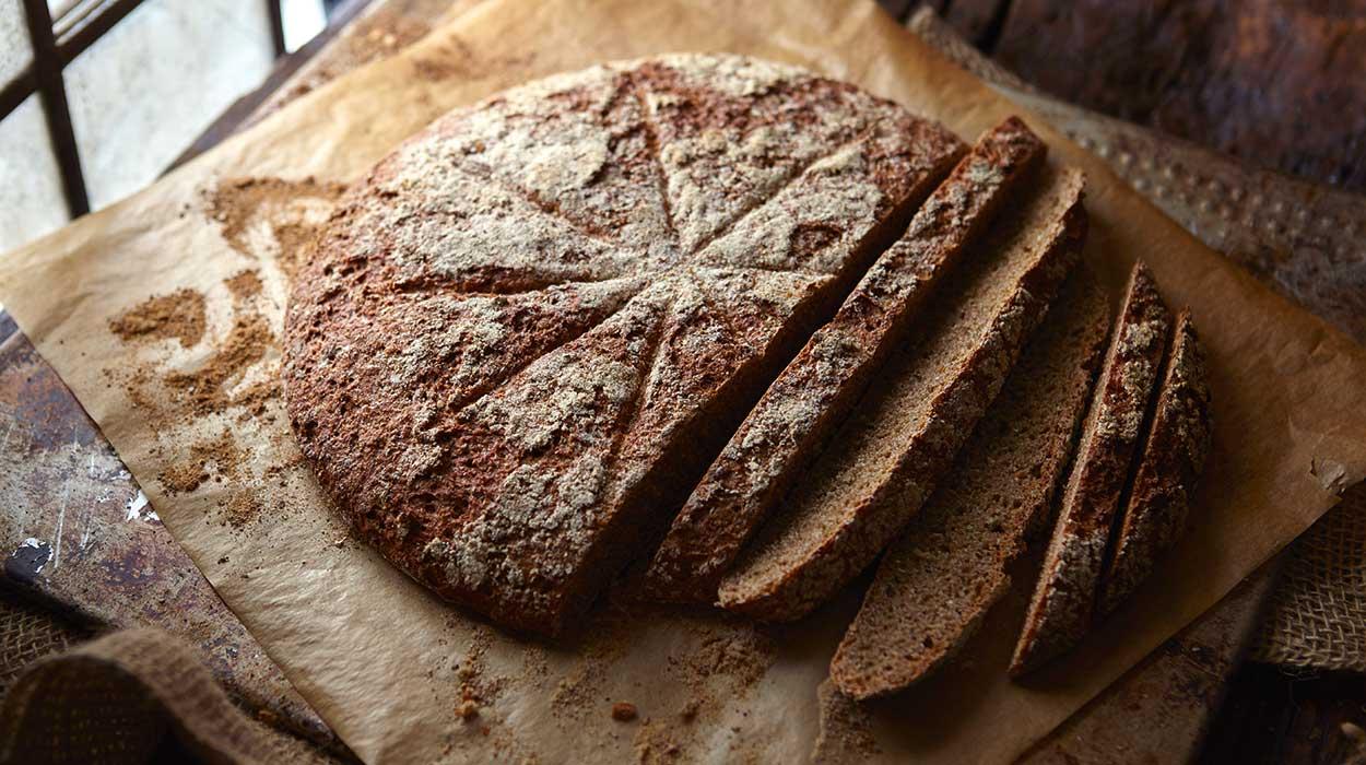 Chleb na domowym zakwasie z koprem włoskim