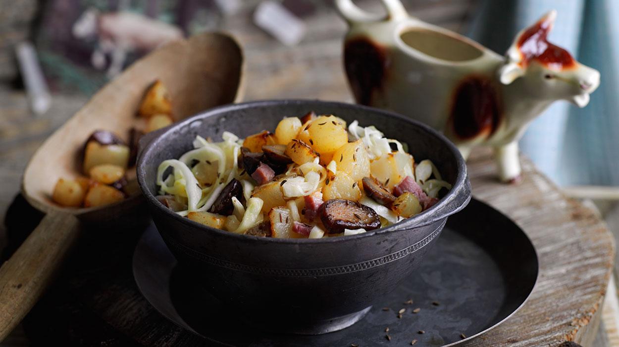 Sałatka z kapustą, kasztanami i gruszkami