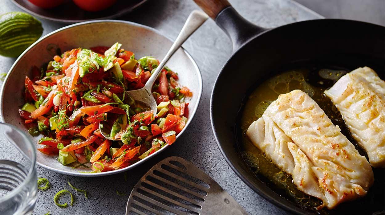 Filety rybne z pikantną salsą pomidorową