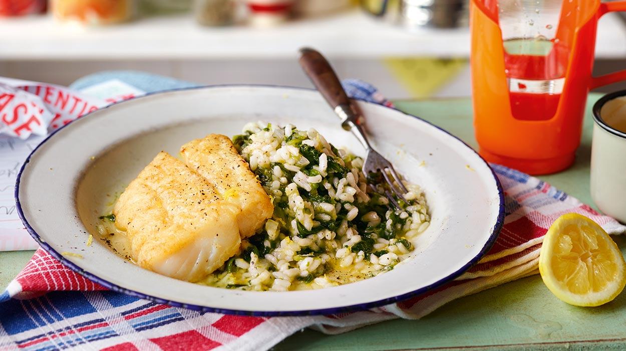 Risotto ze szpinakiem i smażoną rybą