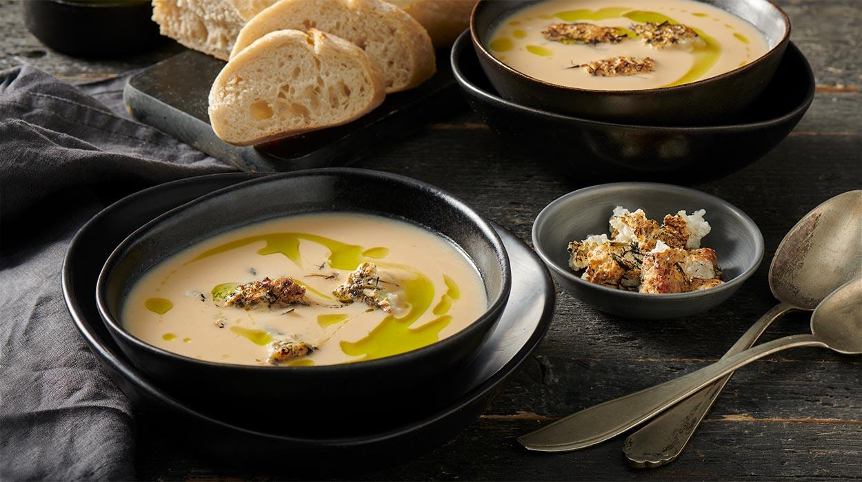 Zupa krem z kalafiora z wędzonym twarogiem