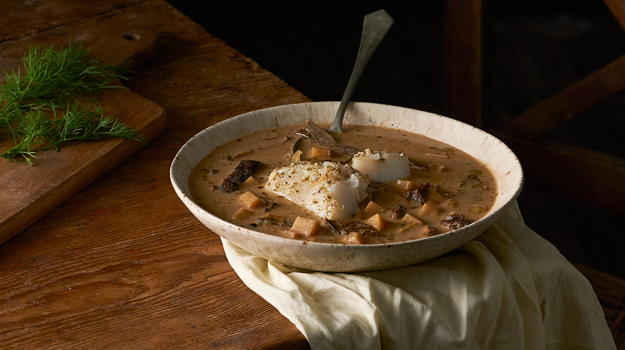 Grzybowa zupa z podgrzybków z pieczonym dorszem