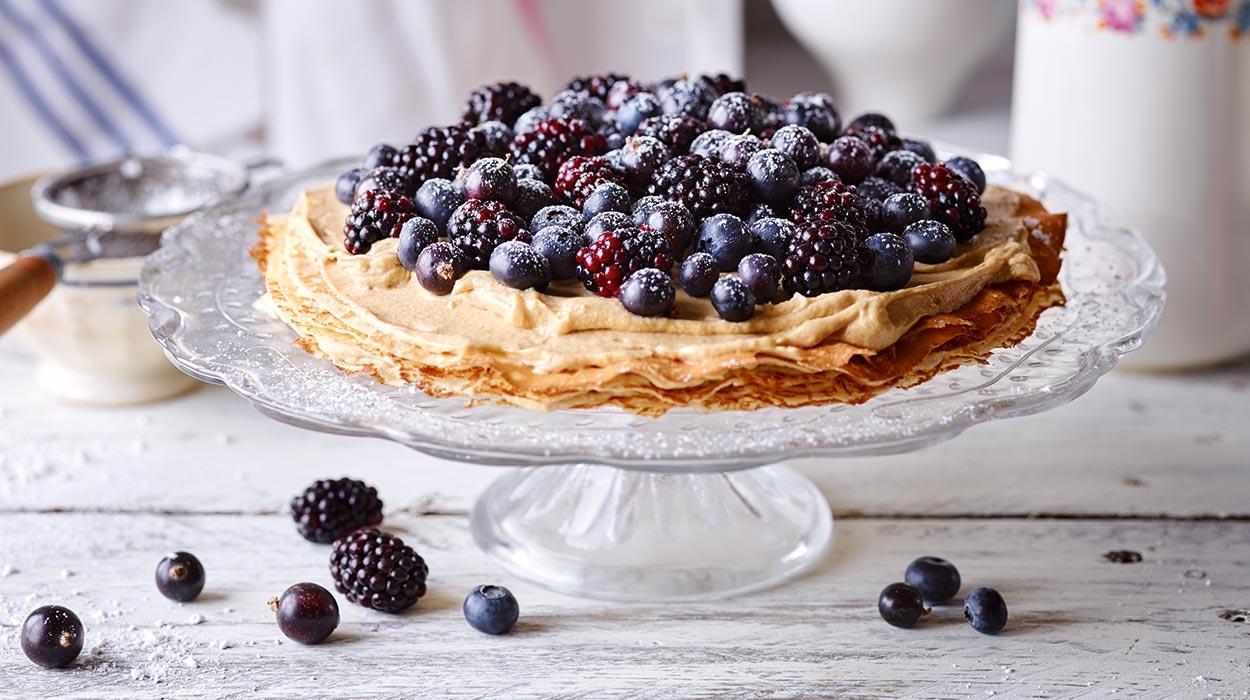 Tort naleśnikowy z kremem i owocami