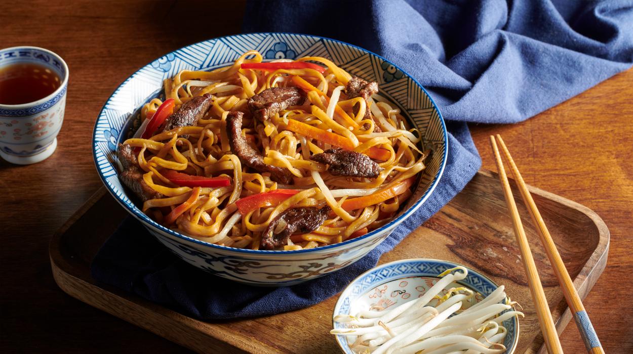 Makaron chow mein z wołowiną