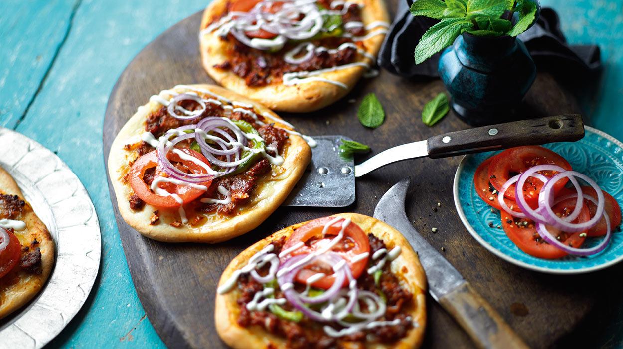 Pizza z mielonym mięsem (lahmacun)