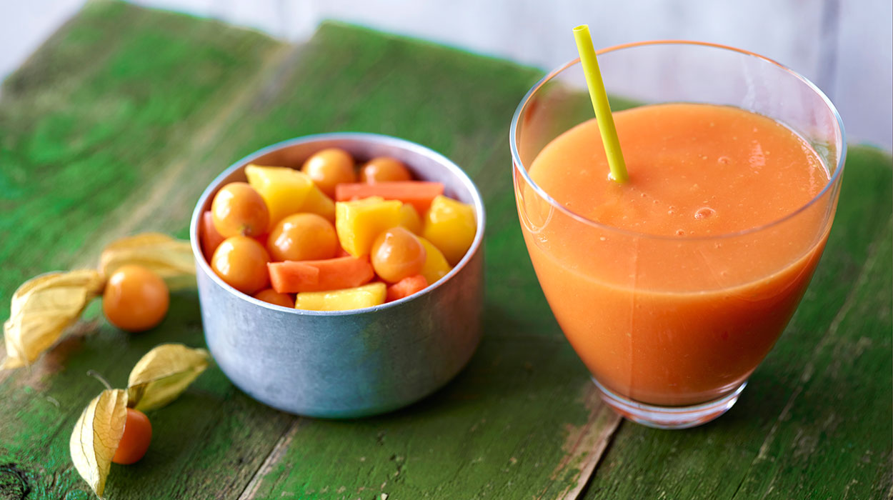 Marchewkowe smoothie z mango i imbirem