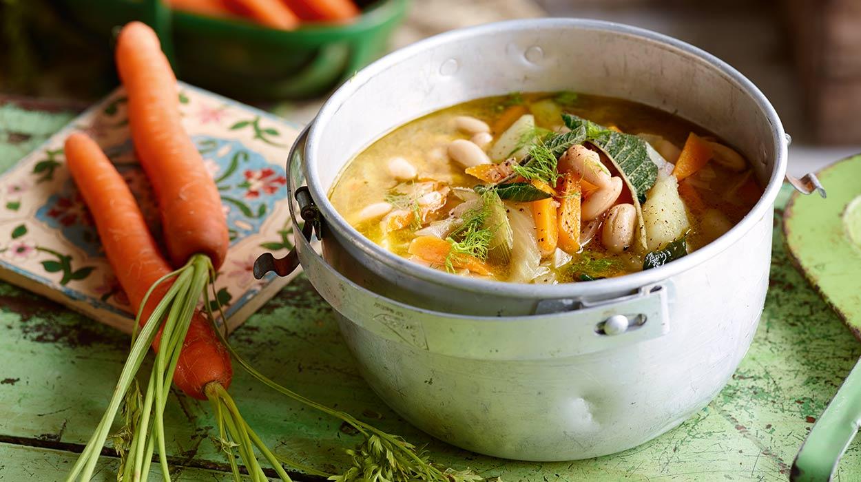 Śródziemnomorska zupa z ziemniaków i kopru włoskiego