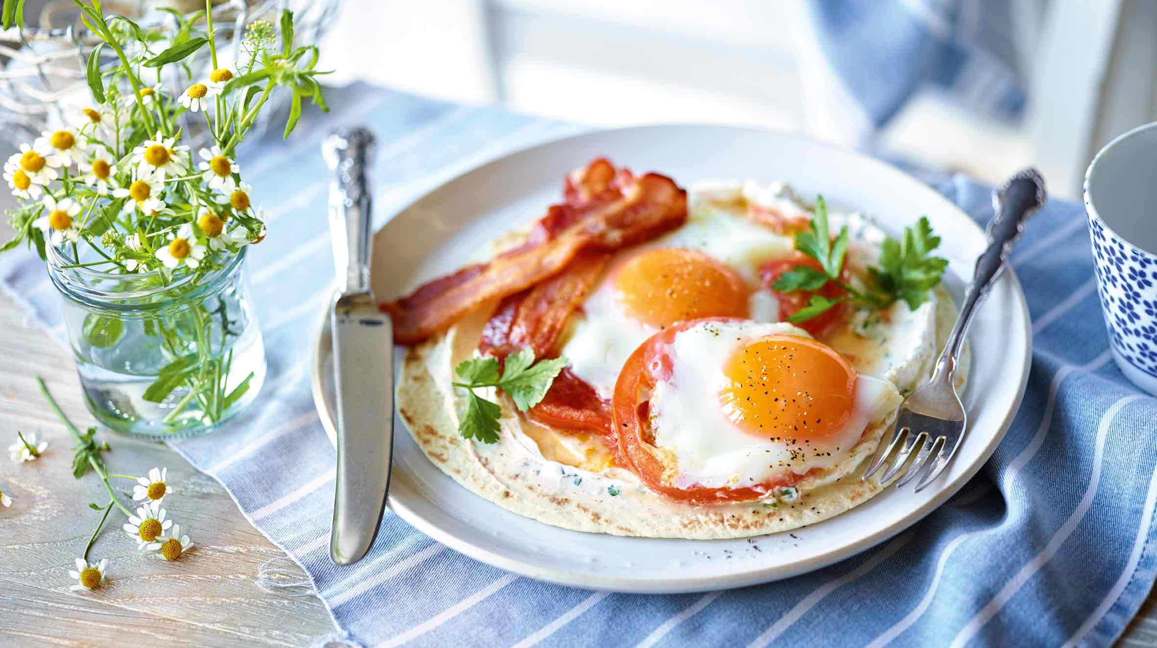 Tortilla z jajkiem i bekonem