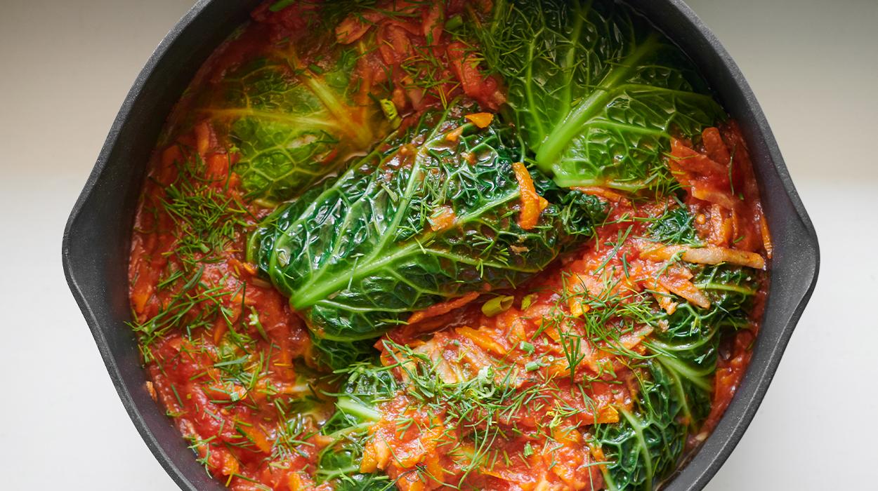 Pieczone gołąbki z sosem pomidorowym
