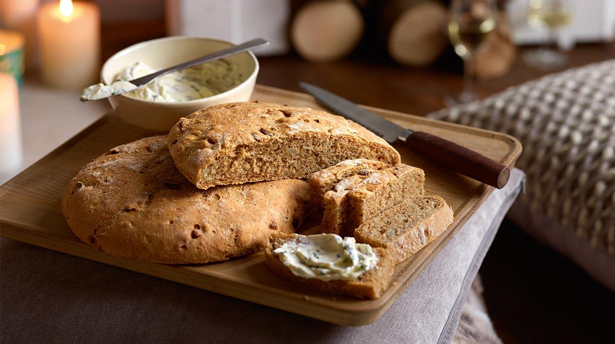 Chleb cebulowy z kremem kminkowym