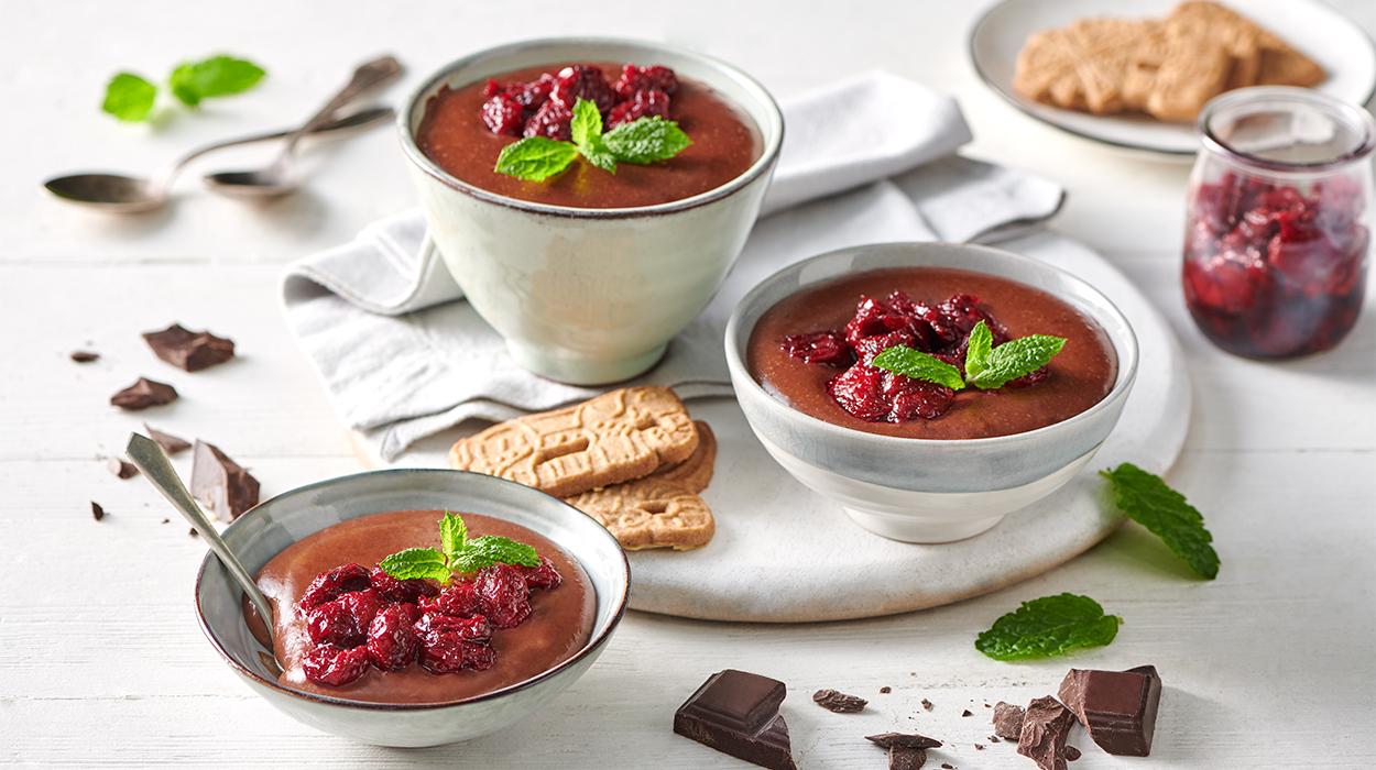 Budyń piernikowo-czekoladowy z gorącymi wiśniami