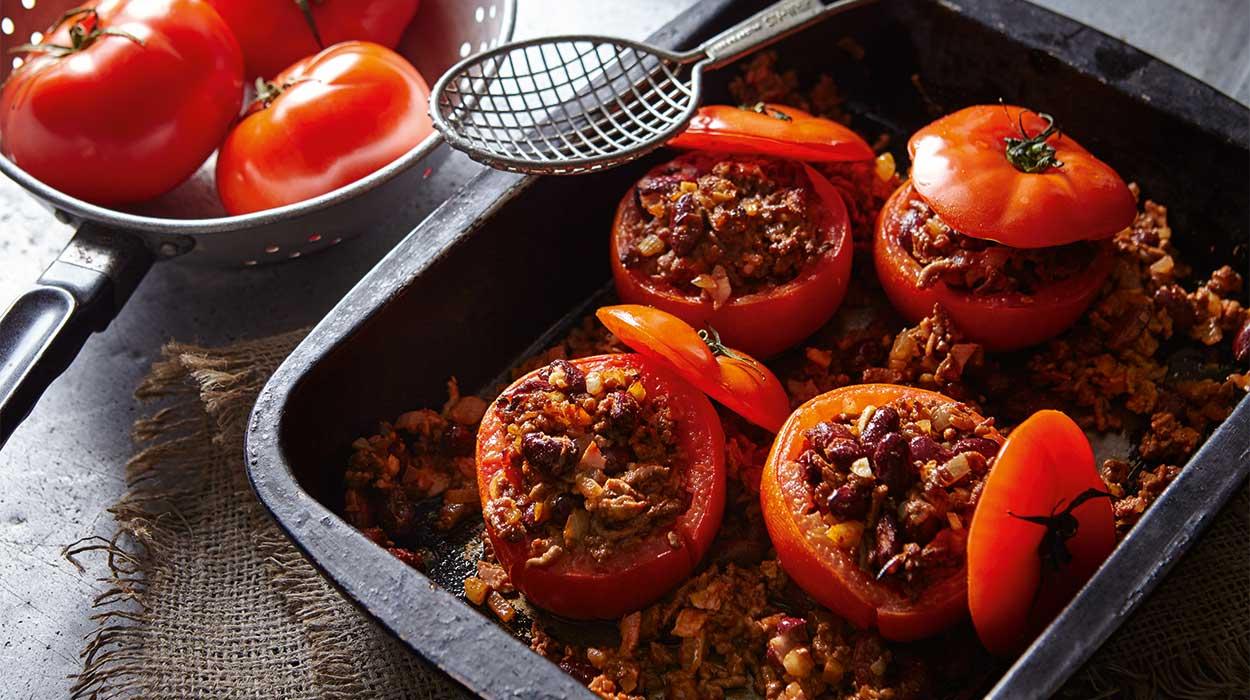 Pomidory faszerowane fasolą i mięsem mielonym
