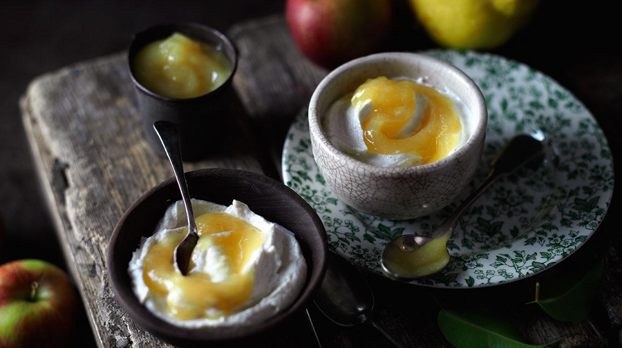 Mus jabłkowo-pigwowy z serkiem waniliowym