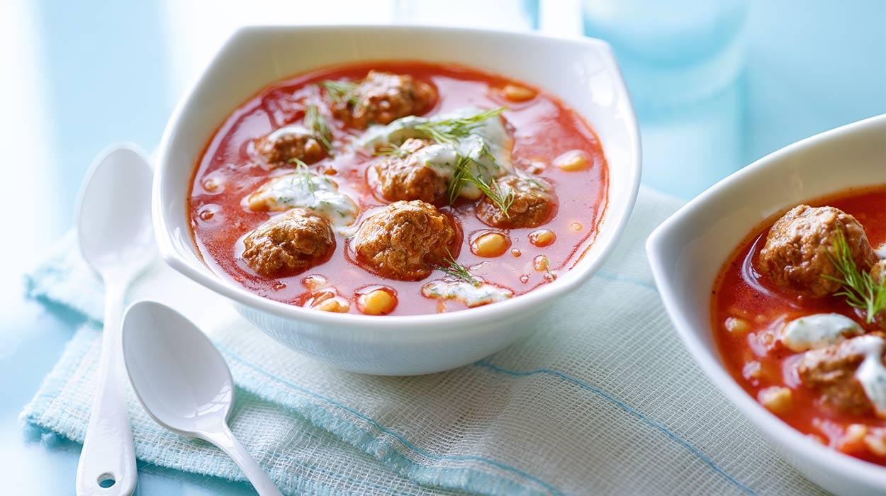 Zupa pomidorowa z ryżem i klopsikami jagnięcymi