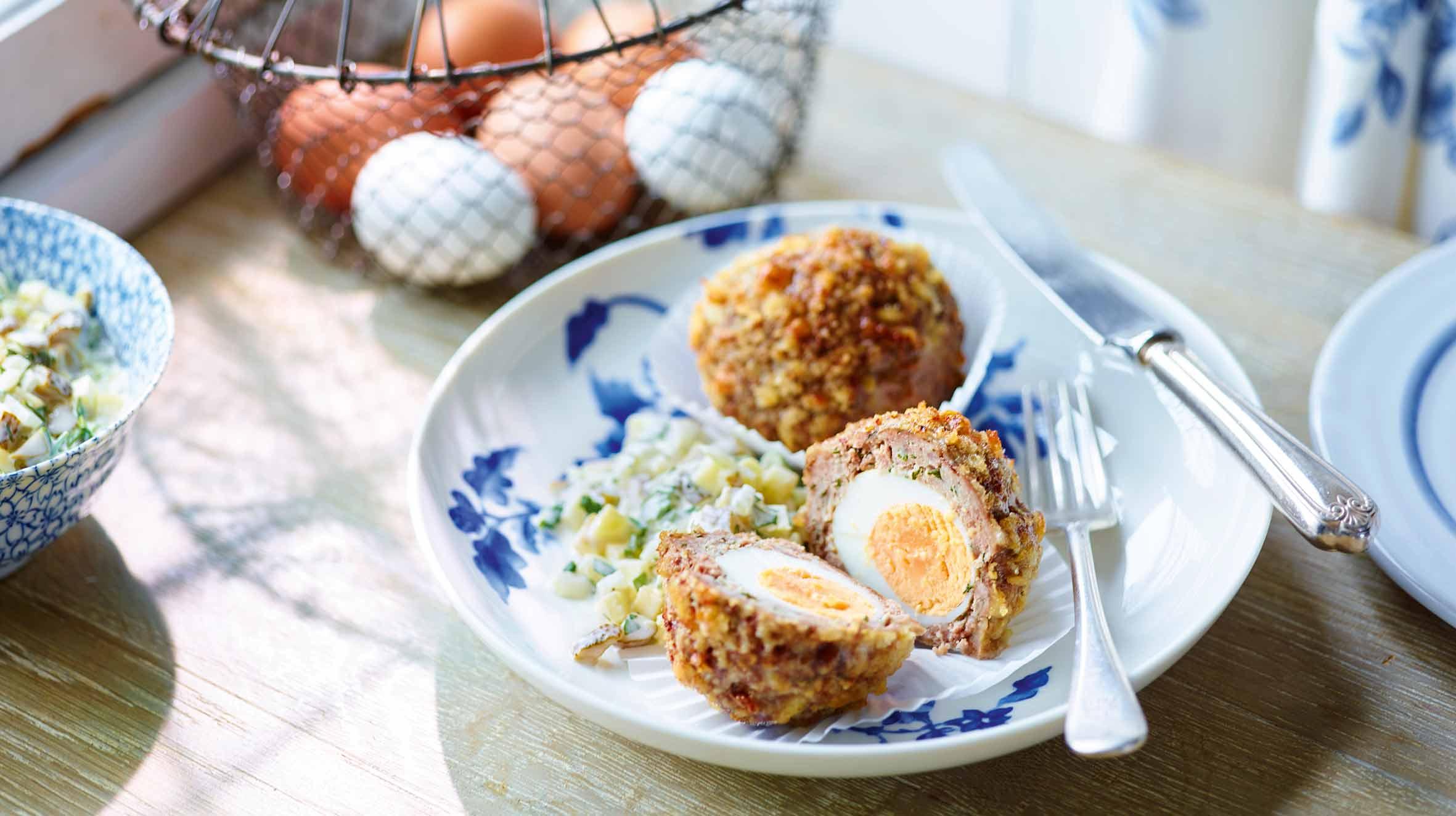 Jajka w mięsie mielonym z sosem tatarskim