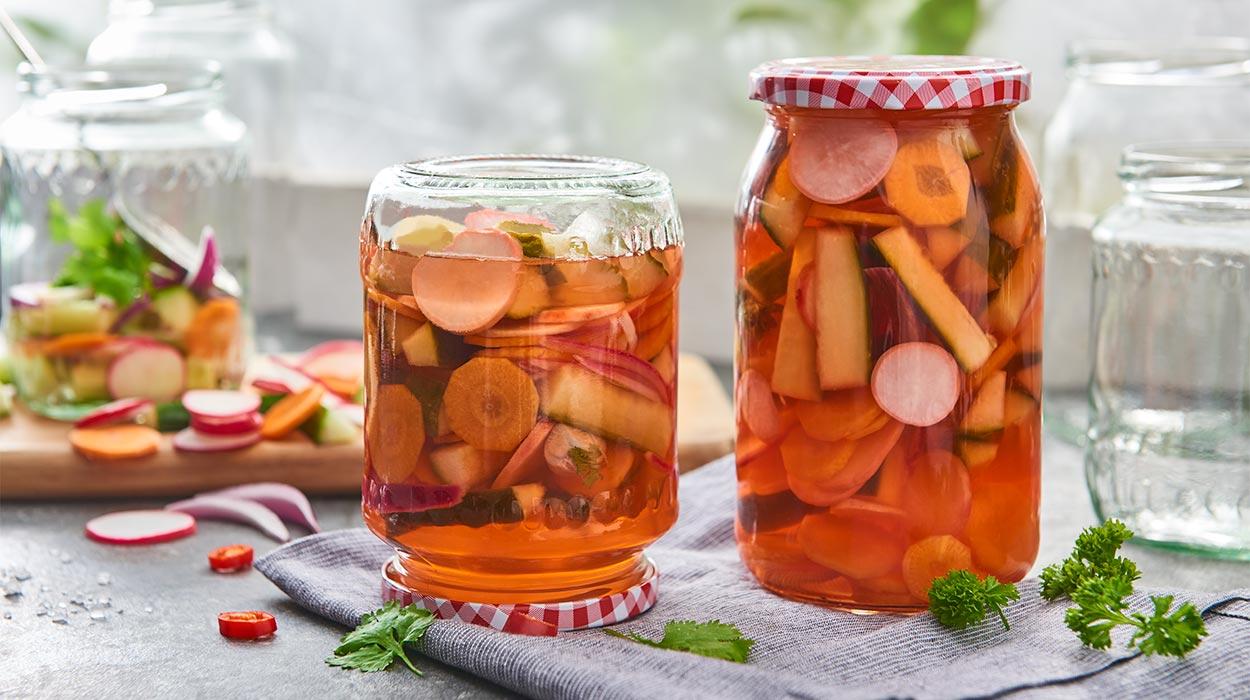Kiszone sałatki z warzyw na dwa sposoby