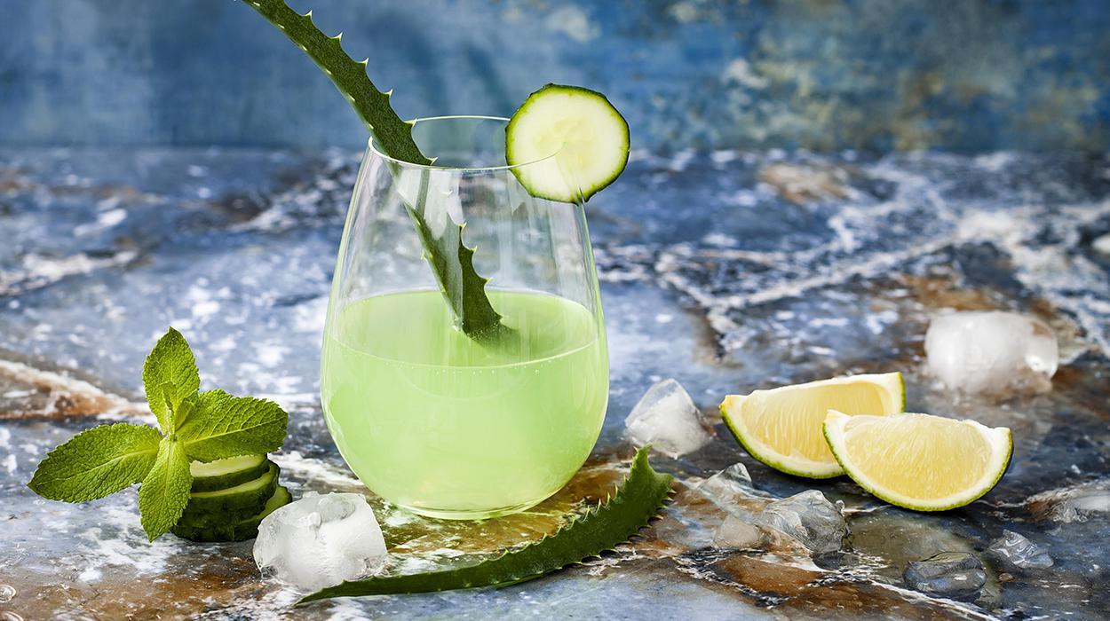 Zielony koktajl kaktusowy z tonikiem