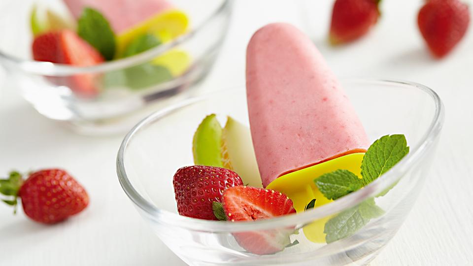 Domowe lody truskawkowo-jogurtowe na 3 sposoby