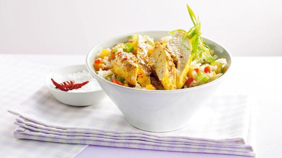 Grillowany kurczak w curry z ryżem z papryką