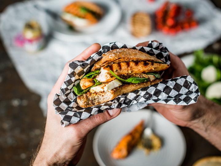 Burger z kurczakiem i mozzarellą