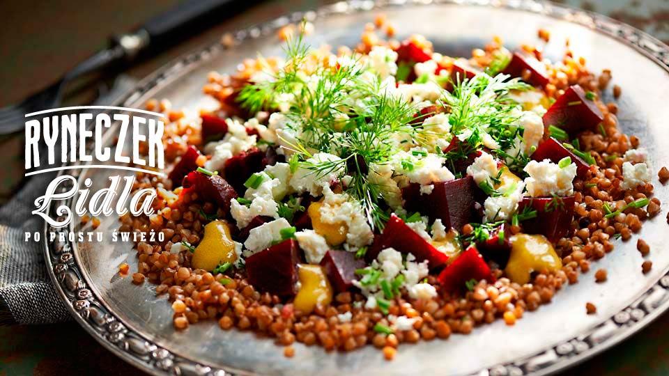 Sałatka z kaszy gryczanej, buraków i sera typu greckiego