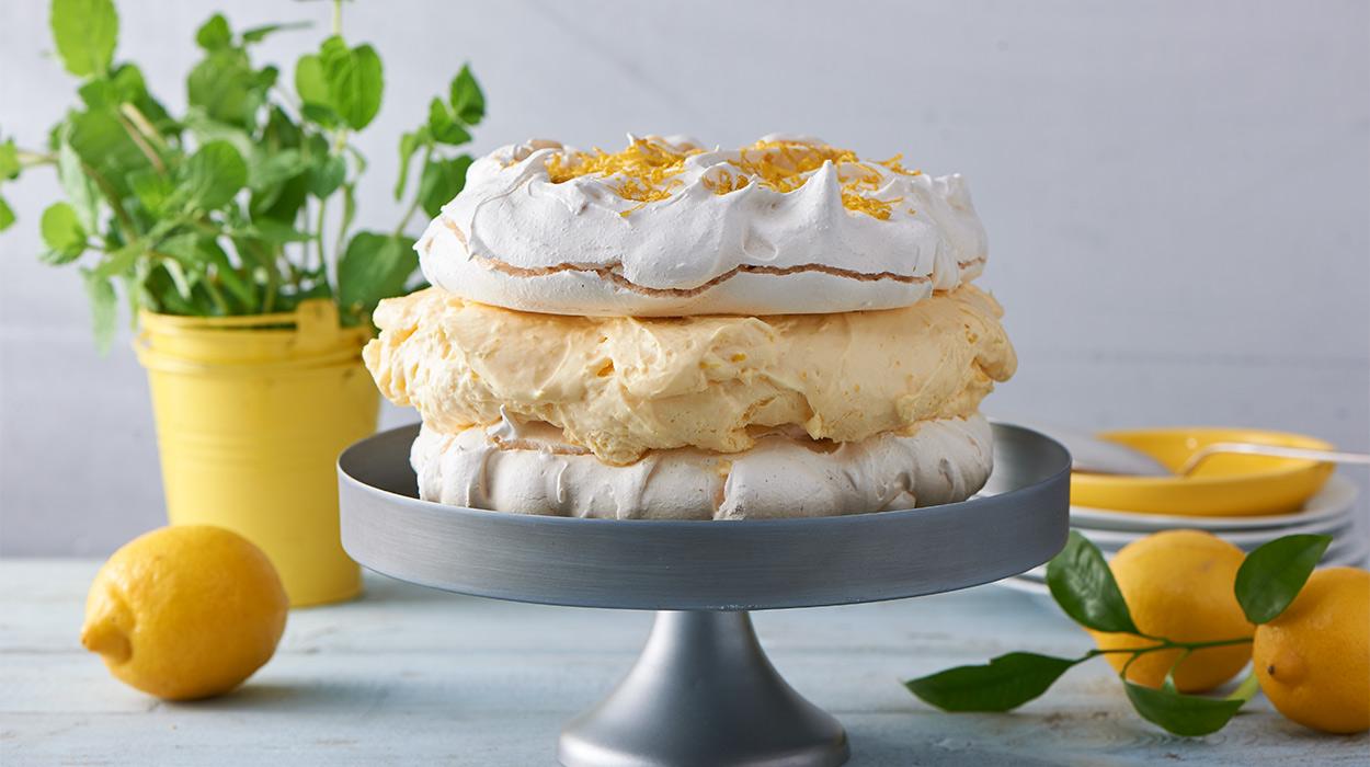 Bezowy tort cytrynowy