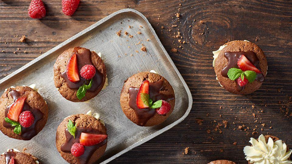 Minitorciki czekoladowe z owocami