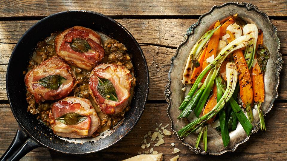 Saltimbocca w sosie kaparowym z grillowaną marchewką