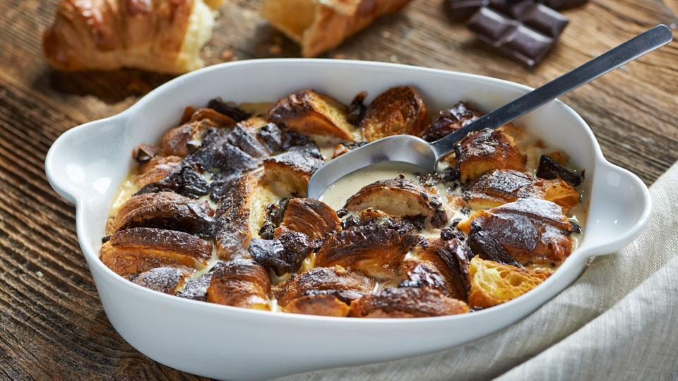 Czekoladowy pudding z croissantów