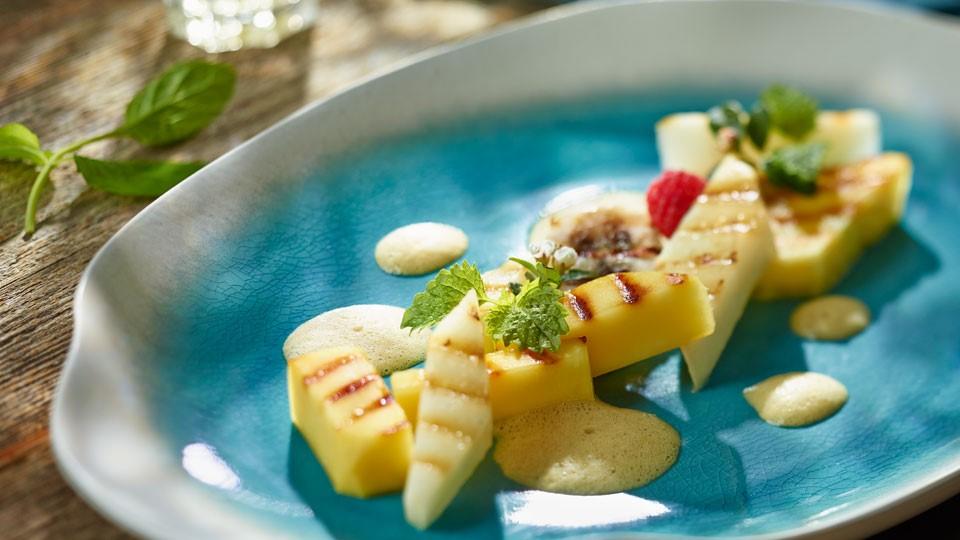 Sałatka z grillowanych owoców