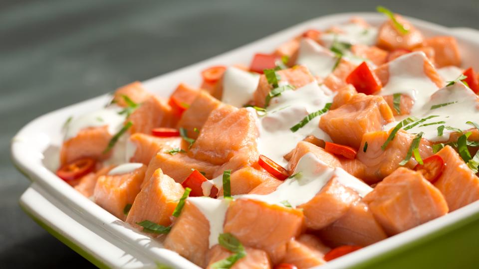 Okrasa łamie przepisy Zapiekanka z ziemniakami i łososiem