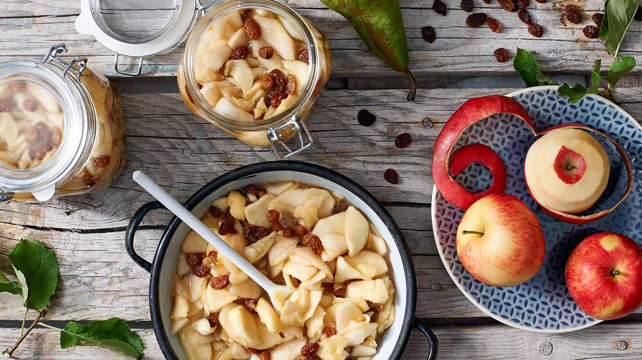 Jabłka i gruszki z rodzynkami