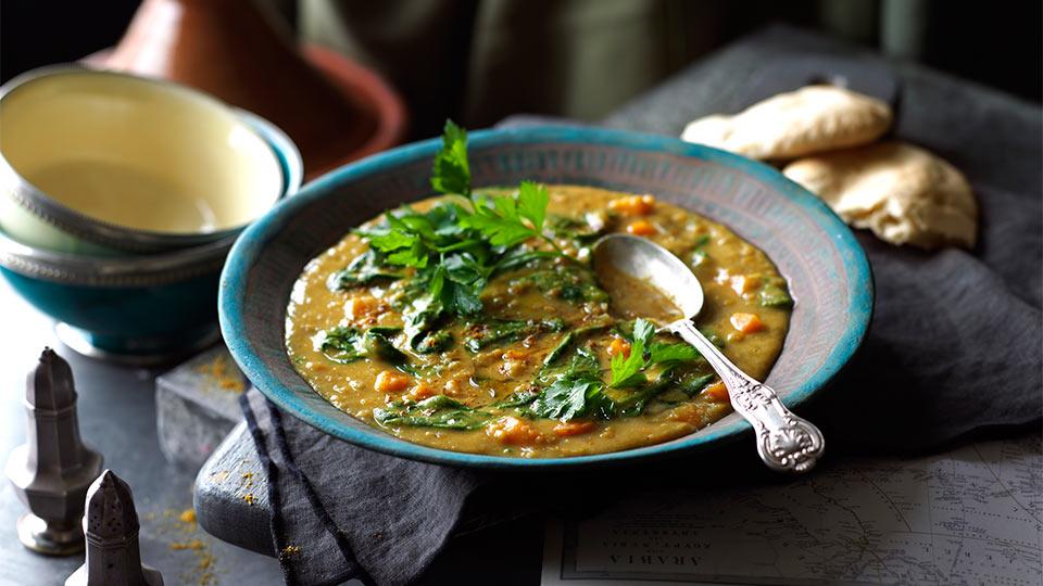 Arabska zupa z soczewicy ze szpinakiem